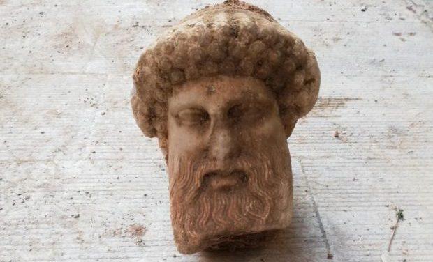 Έργο του τέλους του 4ου ή αρχών 3ου αι. π.Χ. η κεφαλή Ερμού που βρέθηκε στην οδό Αιόλου