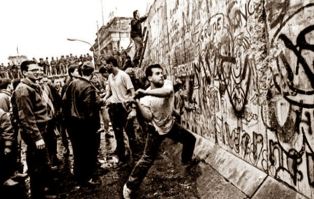Η ανέγερση και η πτώση του Τείχους του Βερολίνου, 9 Νοεμβρίου 1989