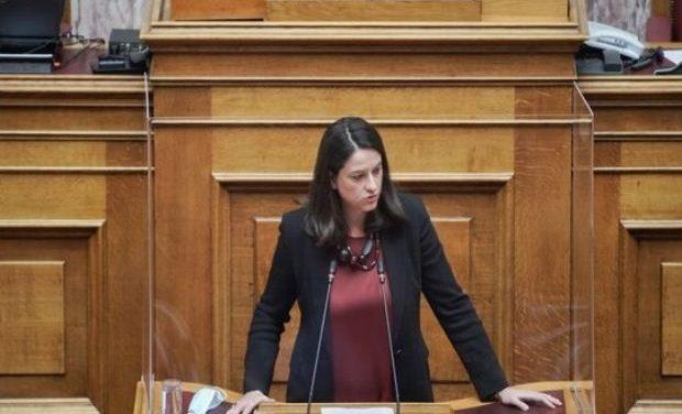 Στην Επιτροπή Μορφωτικών Υποθέσεων της Βουλής το ν/σ για την Γ/θμια Εκπ/ση – Η Ν. Κεραμέως για τις βασικές αρχές του νομοσχεδίου