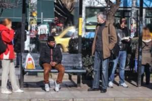 Ρατσιστική επίθεση σε στάση λεωφορείου - Κοινωνικό πείραμα της ActionAid (Video)
