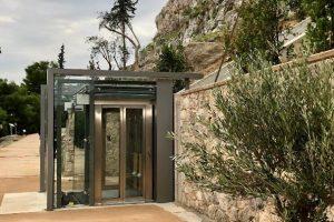 Αποδόθηκαν ο ανελκυστήρας πλαγιάς και οι νέες διαδρομές στην Ακρόπολη
