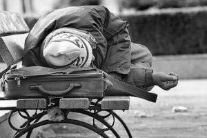 Μέτρα για την προστασία των ευπαθών ομάδων σε Αθήνα και Θεσσαλονίκη, λόγω ψύχους