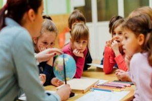 «Δάσκαλος, ένας καθοδηγητής και πολύτιμο στήριγμα του παιδιού» της Μαρίας Σκαμπαρδώνη