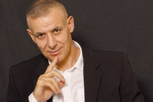 Ο καθηγητής Φιλοσοφίας και εικαστικός Δημοσθένης Δαββέτας στις «Συναντήσεις Κορυφής» στο Café του IANOY