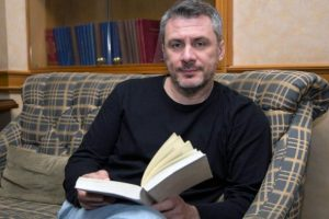 Ένα αποκλειστικό δείπνο με τον συγγραφέα Δημήτρη Στεφανάκη