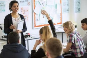 Παρατείνεται κατά ένα έτος το επιμίσθιο για τους αποσπασμένους εκπαιδευτικούς στο εξωτερικό