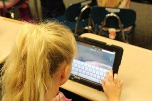 ΥΠΑΙΘ: Η μελέτη Εκτίμησης Αντικτύπου για την εξ αποστάσεως εκπαίδευση