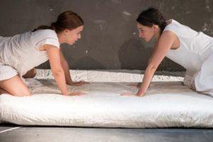 «Η Φιλονικία» του Μαριβώ από την ομάδα Μπελ Επόκ στο Faust Bar Theatre