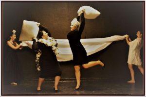 Η παράσταση «Γέφυρες» από την ερασιτεχνική θεατρική ομάδα «Συναισθηματικής Διαλεκτικής» στο Θέατρο Σοφούλη