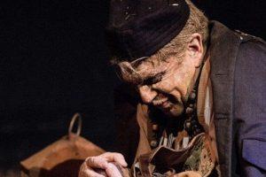 Το θεατρικό αναλόγιο-παράσταση «Ελλαδογραφία» του Γιάννη Βούρου στο «Θέατρο στο Πατάρι» του ΙΑΝΟΥ