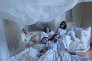 «Γυναίκες από χώμα» από τη θεατρική ομάδα Ανδρομέδα, έως τις 28/10 στο Vault