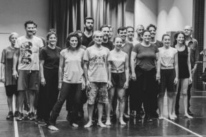 Το ΚΘΒΕ τιμά φέτος το Νίκο Μπακόλα και το έργο του με την παράσταση «Η Μεγάλη Πλατεία»