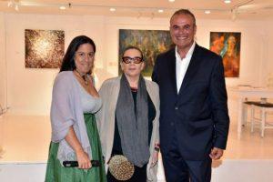 Οι στίχοι της Λίνας Νικολακοπούλου σε πίνακες ζωγραφικής και γλυπτά στη Μύκονο