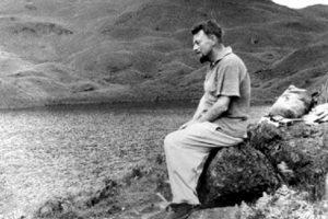 «Μάλκολμ Λόουρυ: Κάτω απ' το ηφαίστειο»  της Τώνιας Τσαρούχα