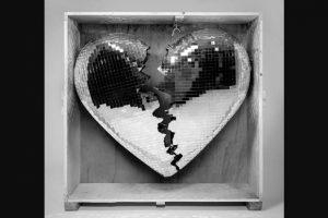 Το Hit «Nothing Breaks Like A Heart» του Mark Ronson και της Miley Cyrus σε έκδοση  βινυλίου