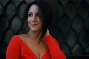 Νίκη Τσιακίρη & Πάνος Κοσμίδης στην «Παράξενη κοπέλα» του Μανώλη Χιώτη