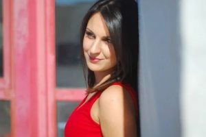 Νίκη Τσιακίρη - «Λαός και Κολωνάκι» του Μανώλη Χιώτη, από την εκπομπή της TV100 «Ανοιχτά Μικρόφωνα»
