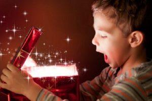 «Τι πραγματικά επιθυμούν τα παιδιά τις περιόδους των γιορτών;» της ψυχολόγου Μαρίνας Κρητικού