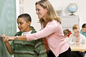 «Ένα παιδί μιλάει στο δάσκαλο...» της Μαρίας Σκαμπαρδώνη