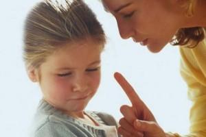 «10 φράσεις που δεν θα έπρεπε οι γονείς να απευθύνουν στα παιδιά τους» της ψυχολόγου Μαρίας Αθανασιάδου