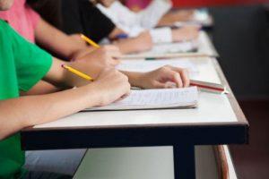 Επαναληπτικές Πανελλαδικές – Εξετάσεις Ομογενών 2020: Τα θέματα σε Χημεία και Οικονομία