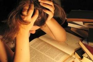 «Το άγχος για τις Πανελλήνιες Εξετάσεις» της ψυχολόγου Μαρίνας Κόντζηλα